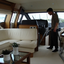 Boat-Cleaning